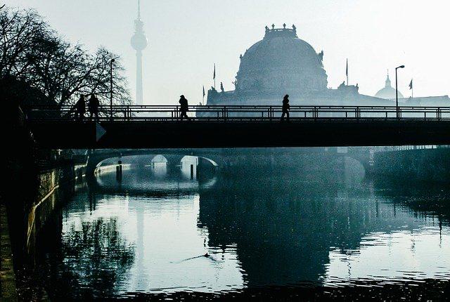 """Coloquio científico en Berlín: """"Tendiendo puentes para el conocimiento""""."""