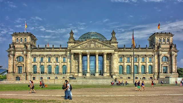 Corte Suprema acoge exequátur, por tanto ordena cumplir la sentencia dictada por el Tribunal de la República Federal de Alemania. Rol N° 32.479-2014.