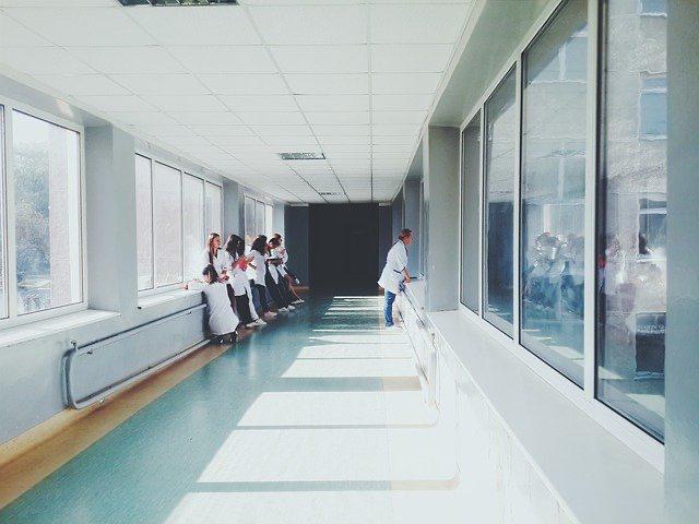 C. A. de Santiago acoge recurso de protección presentado en contra de una isapre por negarse a dar cobertura de tratamiento de cáncer. Rol N° 94.228-2013.