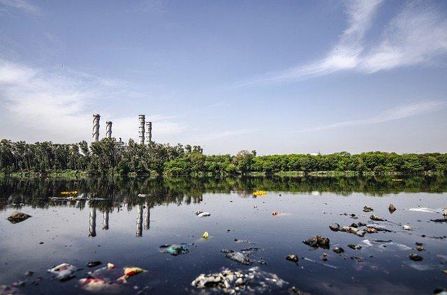 Sentencia Corte Suprema Rol Nº 17.148-2014, se condena a empresa sanitaria a pagar indemnización por daño ambiental.