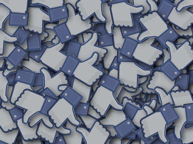 Dictámen de la Contraloría General sobre denuncias por eventual intervención electoral en servicios públicos y uso de una cuenta de Facebook municipal.